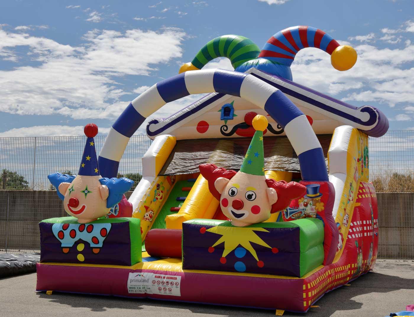 Primaland distribuisce scivoli gonfiabili per parco giochi e ludoteche